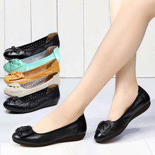 Mother's shoes soft soled women's leather spring new antiskid old man's shoes comfortable flat bottomed bean shoes